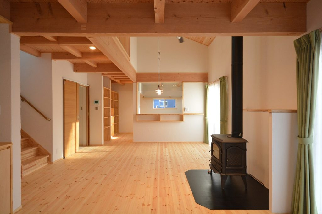 薪ストーブをナガノの安曇野、松本、茅野、塩尻、上田、東御で実現する。自由設計の住まいを得意とする木造住宅の設計事務所です。