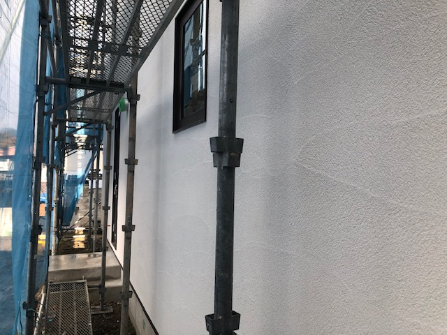 外壁の塗り壁が施工された様子の写真
