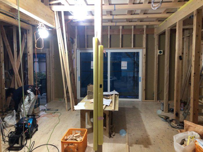 断熱材施工前には、空調・電気設備の施工もチェック