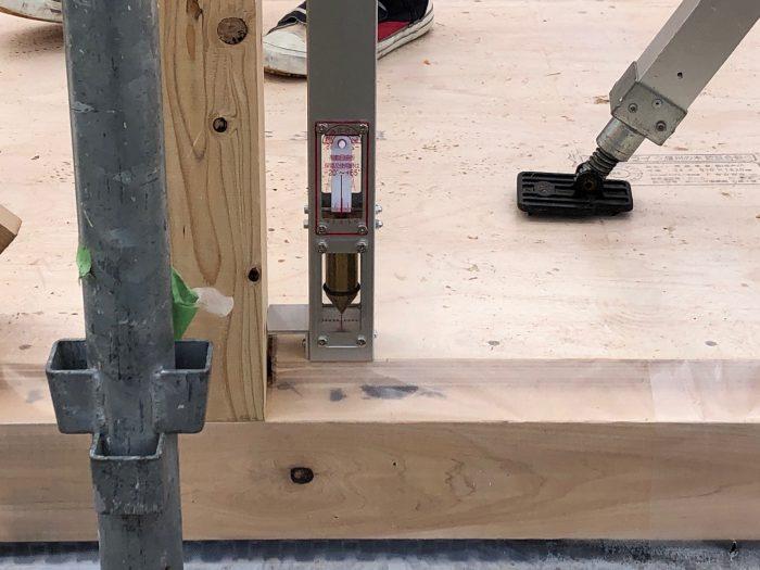 上棟の時にしっかりと確認する、柱の垂直性