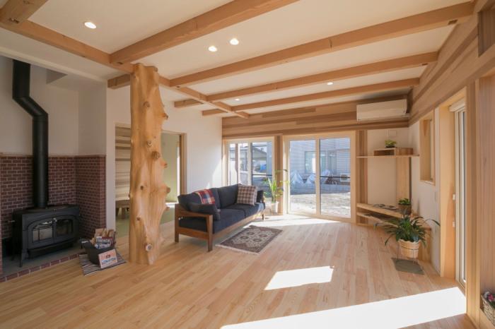 薪ストーブを採用して寒い冬、信州、松本安曇野ナガノ塩尻、東御、上田で暖かく快適に暮らす。木造の住宅設計が得意な設計事務所です。