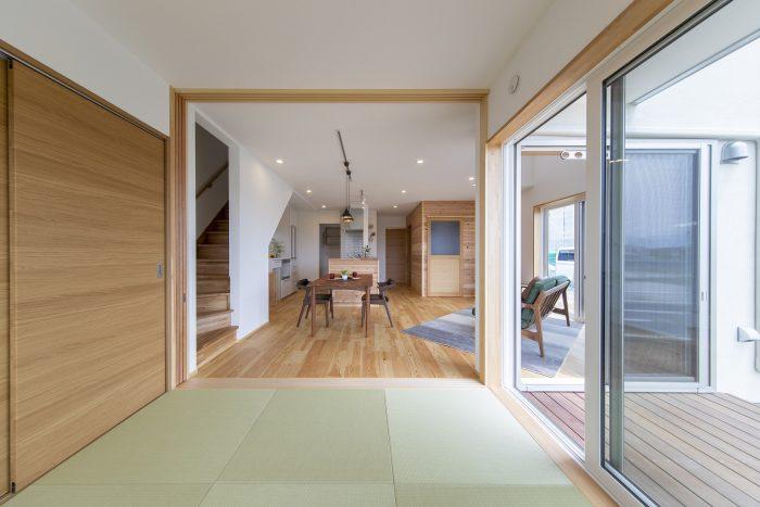 キッチンから一直線の和室スペース