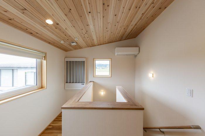 室内物干し空間のある住宅写真