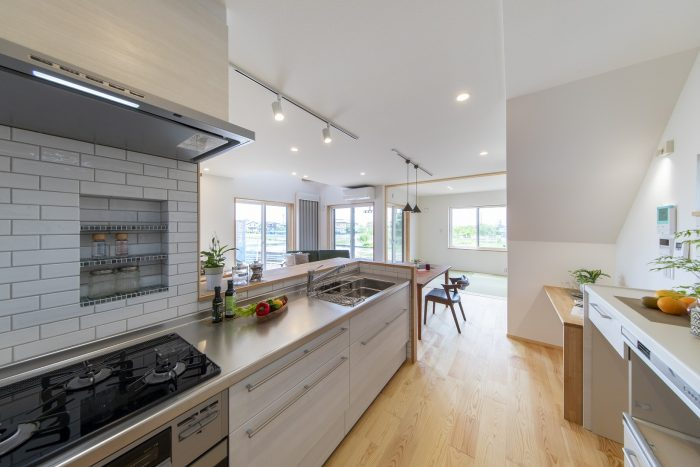 キッチンから見渡せるデザイン