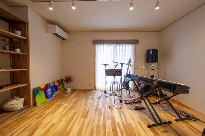 音楽室のある住まいを楽しむ風景