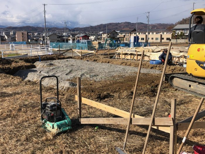 基礎の掘削が進んでいる様子写真