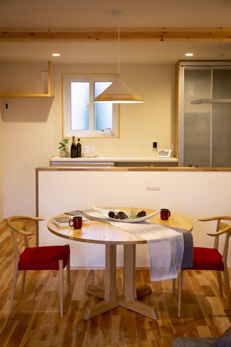 ダイニングテーブルを丸形にご提案の写真