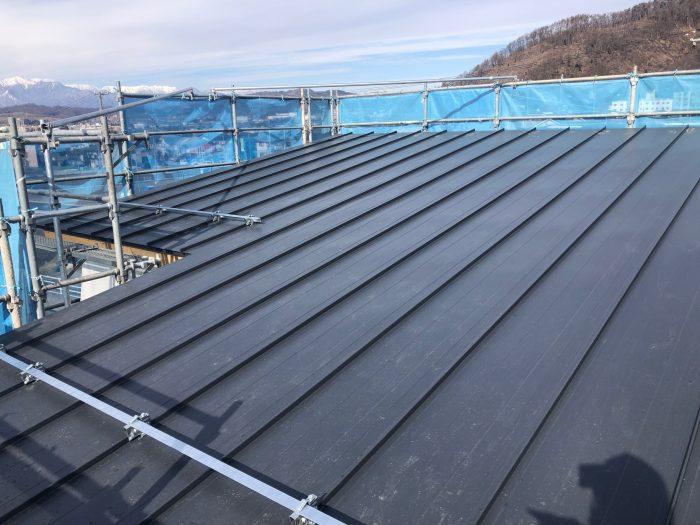 屋根の板金が施工されてた様子写真