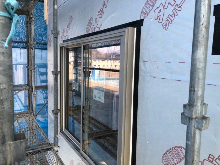 住宅の窓サッシの防水性の検査の様子写真