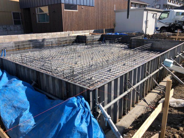 基礎工事の鉄筋検査が完了した様子